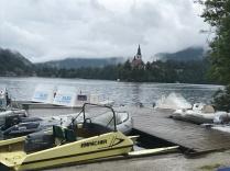 Fin de journée les bateaux au ponton.